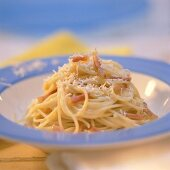 Spaghetti alla carbonara (spaghetti with bacon & egg sauce)