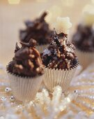 Almond clusters in sweet cases