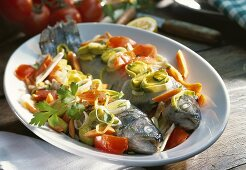 Trote all vipitena (trout with leeks and carrots)