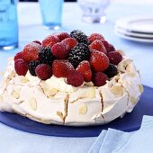 Meringue 'Pavlova' with cream and fresh berries