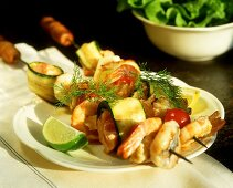 Scampi kebab with courgettes and cocktail tomatoes