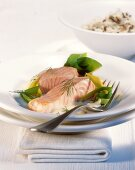 Salmon fillet with leeks and white wine sauce