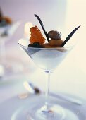 Quark cream with dried fruit