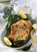 Tuna slices with bay leaf and lemon