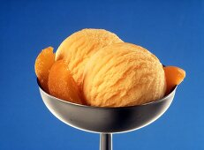 Apricot ice cream with apricot wedges