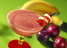 Plum and banana smoothie with port (In cold blood)
