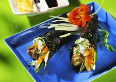 Temaki with lamb fillet, apricot an spring onions