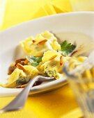 Ravioli toscani (Ravioli with ricotta filling and pine nuts)