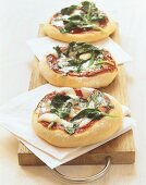 Pizzette con gli spinaci (Mini-pizzas with spinach, Italy)