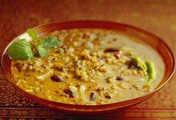 Dhabey ki dal (lentil dish with kidney beans, India)