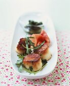 Fried scallops with Parma ham and rocket