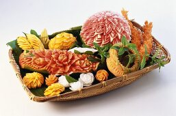 Carved fruit and vegetables (melons, papaya, carrots etc.)