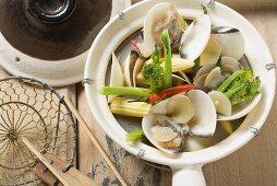 Shellfish with baby corn and wild broccoli (Asia)