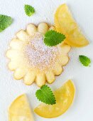 Lemon madeleines with candied lemon slices