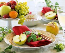 Single place-setting with fruit decoration and a fruit bowl