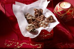 Peanuts in milk chocolate