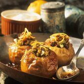 Baked apples with pistachios