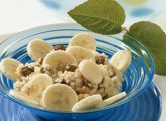 Bulgur wheat with raisins and banana