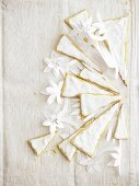 Pastry triangles with meringue