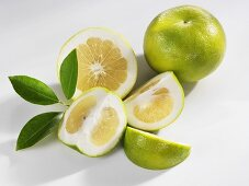 Green grapefruits (whole, halved and wedges)
