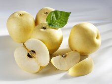 Several nashi pears (whole, halved and wedges)