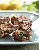 Lamb chops with tomatoes and mozzarella