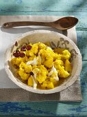 Cauliflower and apple with curry sauce