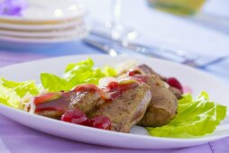 Calf's liver with onions and raspberry dressing
