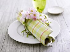 Spring place-setting with blossom wreath