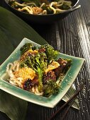 Soba noodles with veal and broccoli