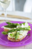 Crostini with Parmesan shavings and green asparagus