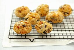 Yeast cakes made with dried fruit on a wire rack