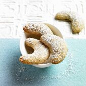 Vanilla crescents with icing sugar