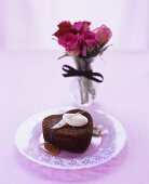 Heart-shaped toffee pudding with caramel sauce & crème fraîche
