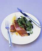 Fried ham-wrapped red mullet with rocket salad
