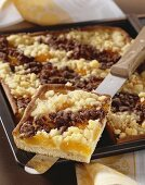 Apricot cake with rum crumble topping