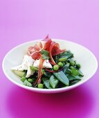 Mangetout and pea salad with ham and goat's cheese