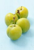 Four Ulena greengages
