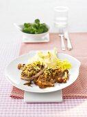 Schweineschnitzel mit Pilzkruste und Kartoffelpüree