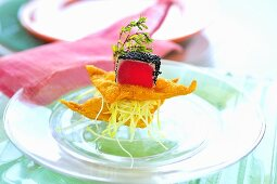 Tuna sashimi with mango salad and deep-fried pastries