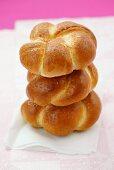 Round bread plaits