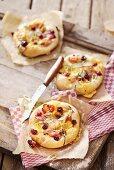 Chicken and cranberry mini-pizzas
