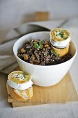 Red wine lentils with baked goat's cheese