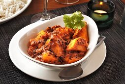 Bombay aloo (Potato and tomato dish with mustard seeds, India)