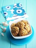 Oat biscuits with macadamia nuts