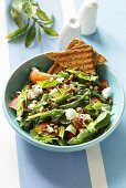 Spinach salad with goats' cream cheese and toast