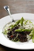 Risotto bianco e nero (Black risotto & asparagus risotto)
