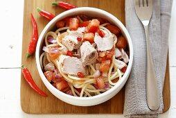 Spaghetti with tuna, tomatoes, chilli and onions