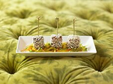 Three cubes of tuna on julienne vegetables
