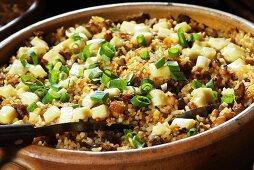 Arroz com carne de sol (Reisgericht mit Trockenfleisch und Käse, Brasilien)